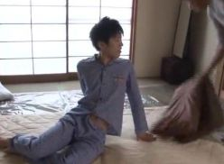 Novinho dormiu na casa do amigo só pra transar.