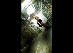 Câmera escondida no vestiário masculino.