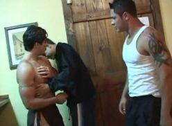 Meia hora de porno gay brasileiro.