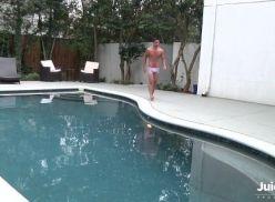Sarados sarrando depois do banho de piscina.