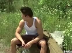 Gays transando na beira do rio