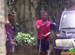 Paulistas gays metendo depois de lavar o carro.
