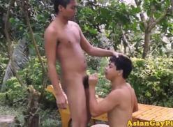Durante o sexo gay novinho mijou