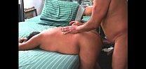 Gay gordo dando o cu pro pai do amigo