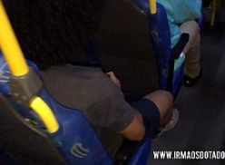 Boquete pro amigo negão no ônibus