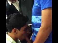 mamando en el metro