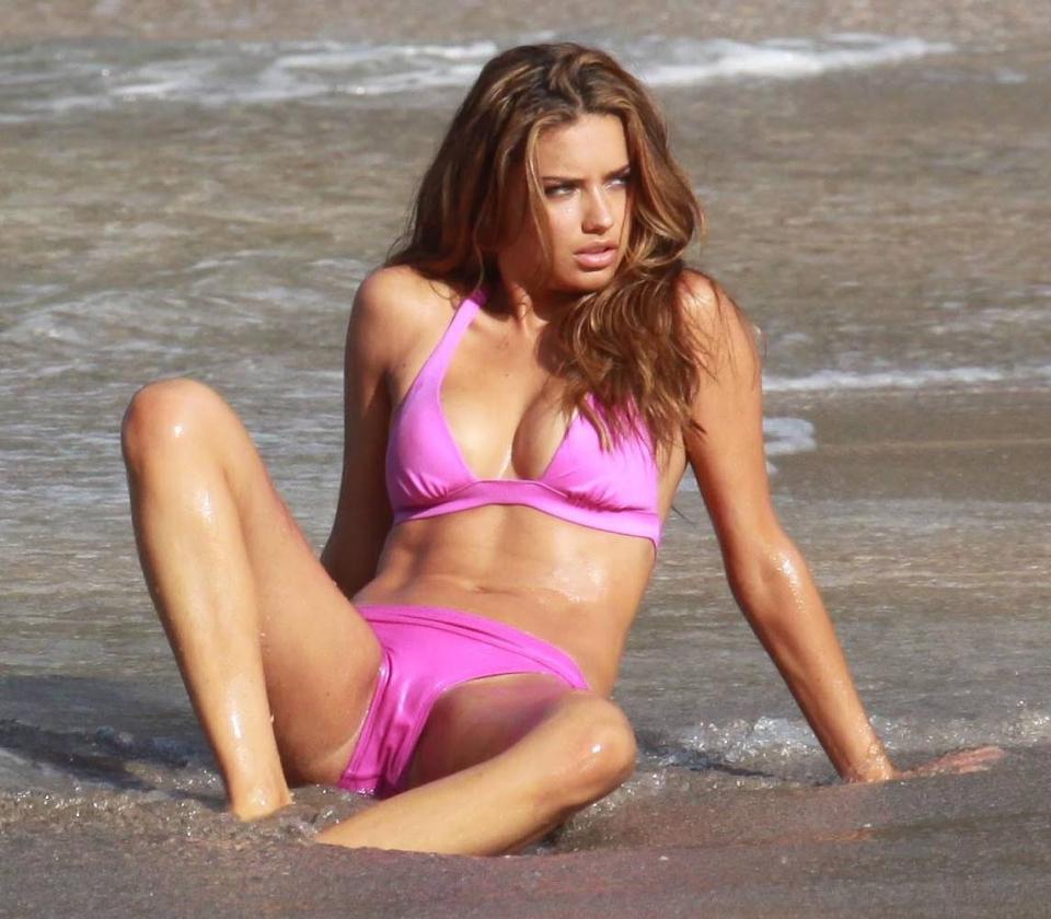 fotos-xxx-mujeres-x-vestidas-con-bikini-transparente-3