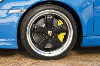 2010 blue Porsche 911 Speedster Wheel