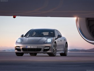 2012 Porsche Panamera Turbo S Wallaper Front angle view