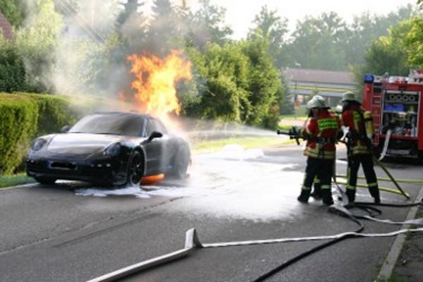 New Porsche 911 (Porsche 991) burns during a test drive (Porsche Spy shots)_001