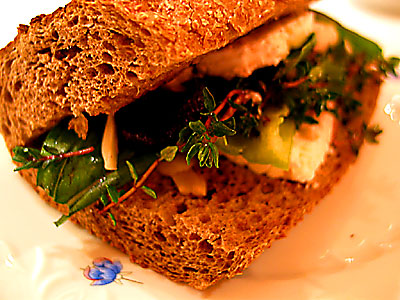 fesleğenli ve kekikli sandviç
