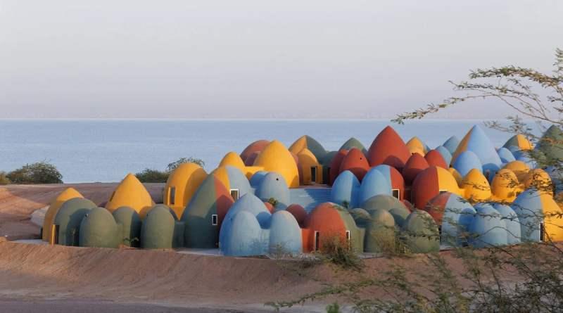 , Este colorido pueblo en Irán está construido íntegramente con bolsas de tierra