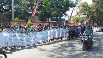 Photo of Tolak Tembakau dari Luar Probolinggo, Mahasiswa dan Petani Tembakau Ini Turun Jalan