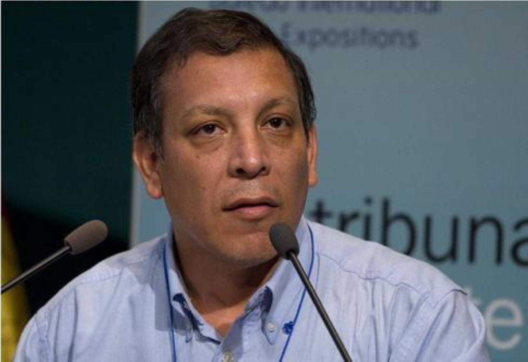 PERÚ: Iglesia Católica expulsa a Marco Arana por su actividad ...