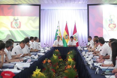 Presidentes de Perú, Martín Vizcarra, y de Bolivia, Evo Morales, se reunieron en el vecino país.