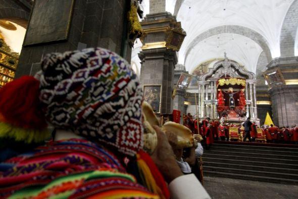 El Señor de Los Temblores en la Semana Santa en Cusco