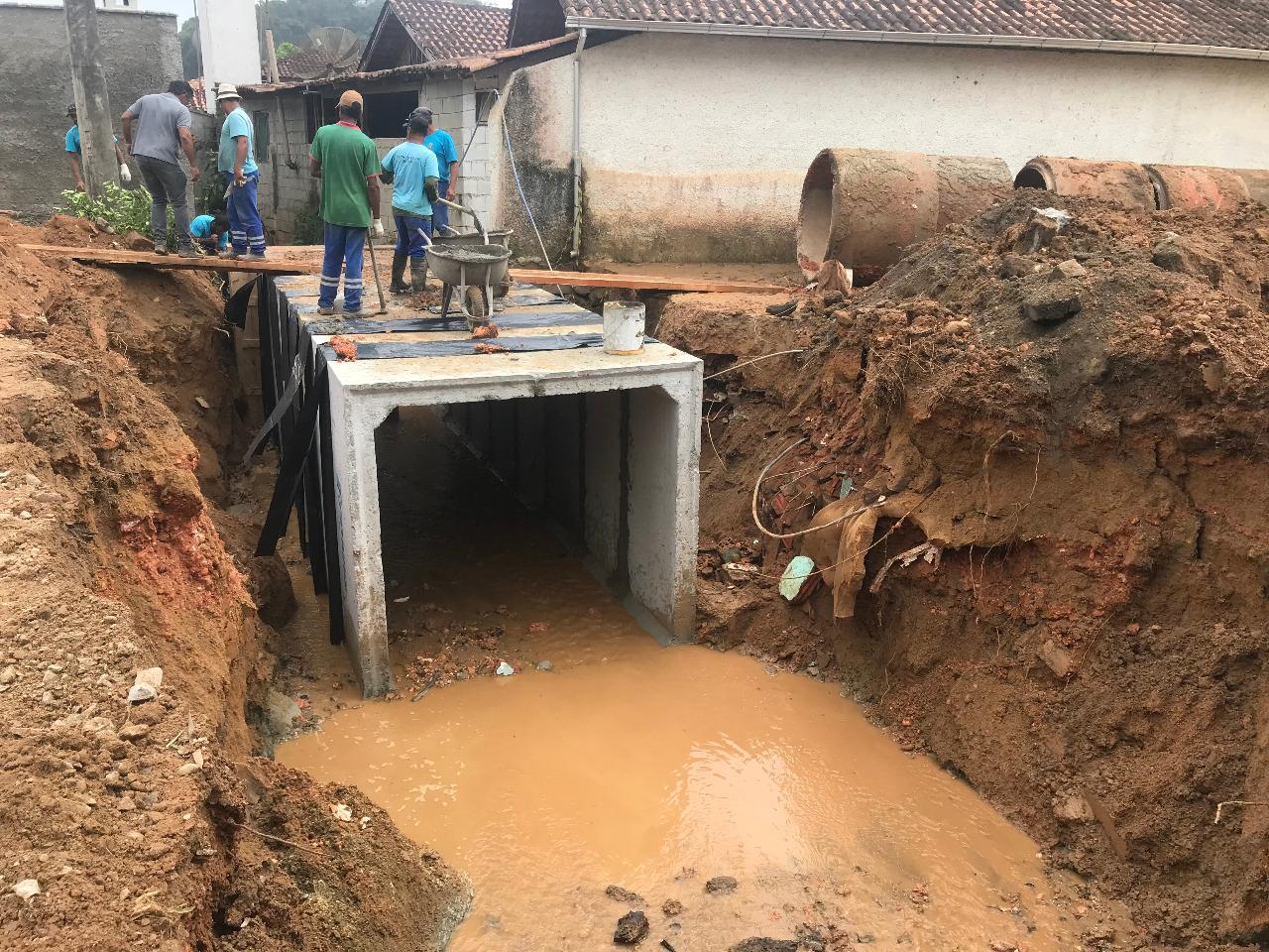 Prefeitura realiza obra de drenagem no bairro Zantão