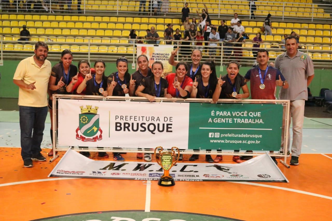 M.W.F.C goleia o Lion e volta a conquistar o título do Campeonato Municipal de Futsal Feminino de Brusque