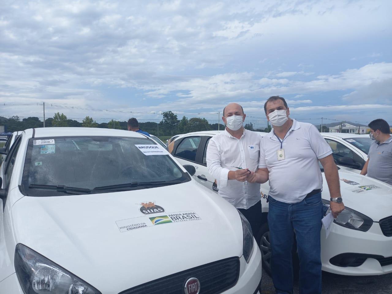 Prefeitura de Brusque recebe três veículos em cerimônia com o Presidente Bolsonaro