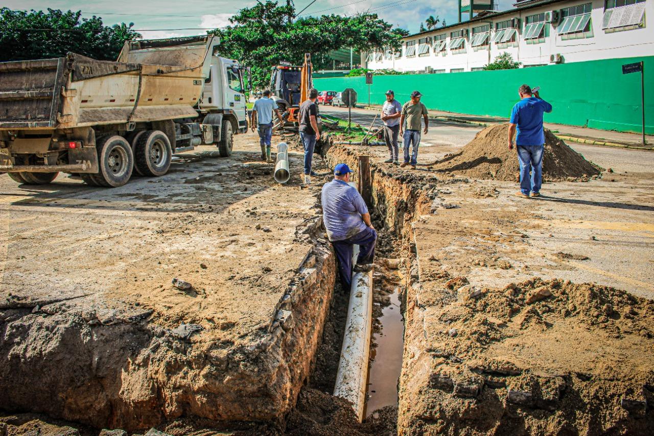 Samae abre nova frente de obras na rua Carlos Graf