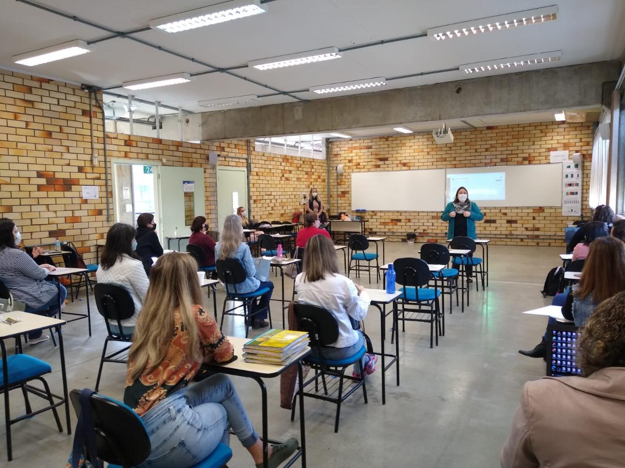 Prefeitura de Brusque realiza capacitação para professores alfabetizadores