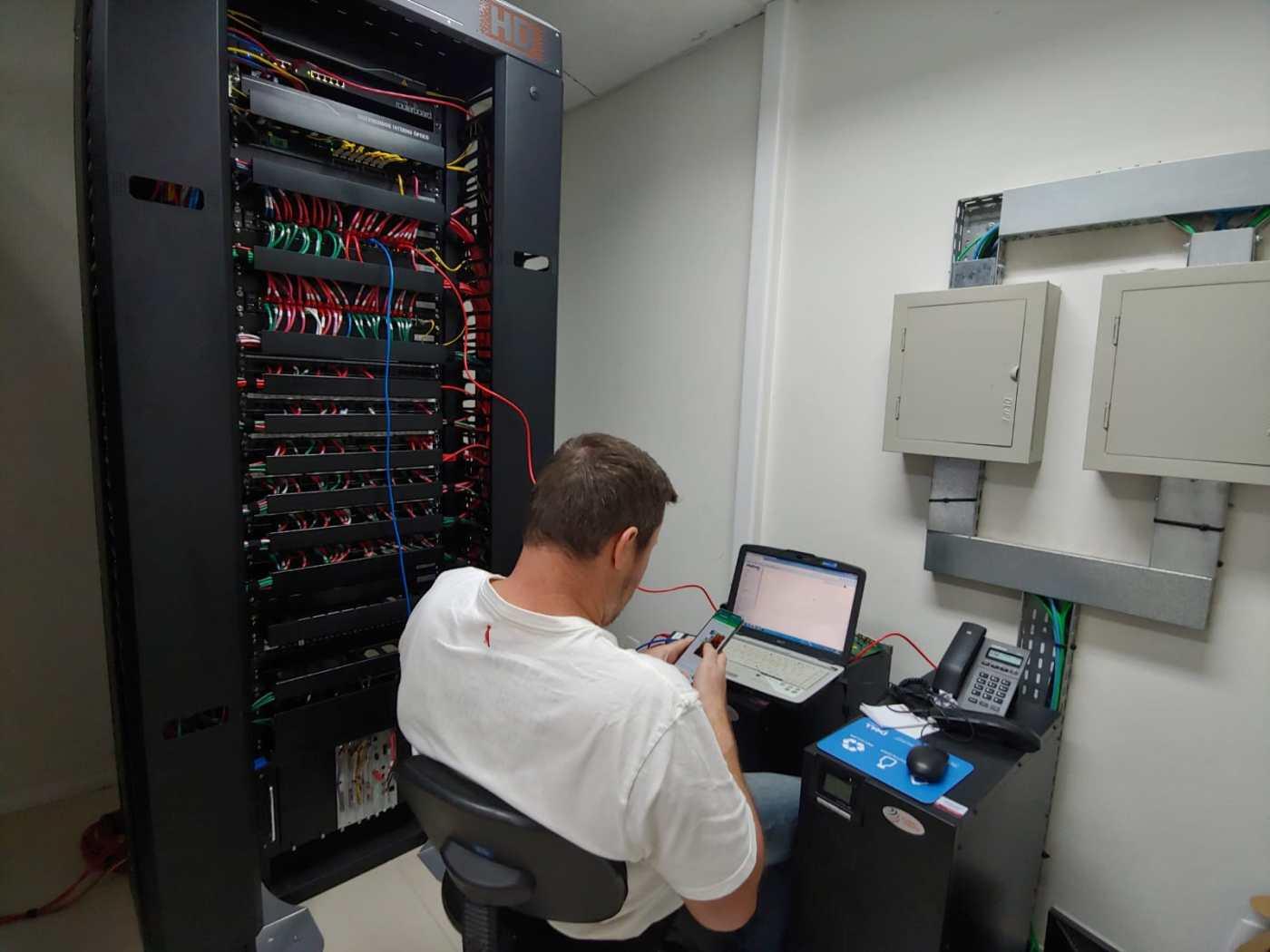 Samae atua no restabelecimento de sua rede telefônica