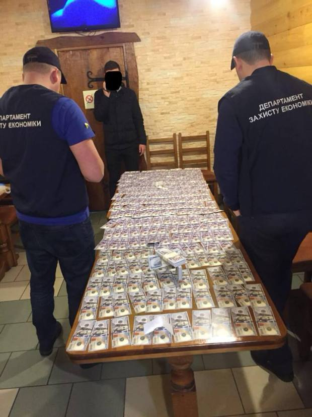 У Львові затримали хабарників, що вимагали гроші за дозвіл на будівництво