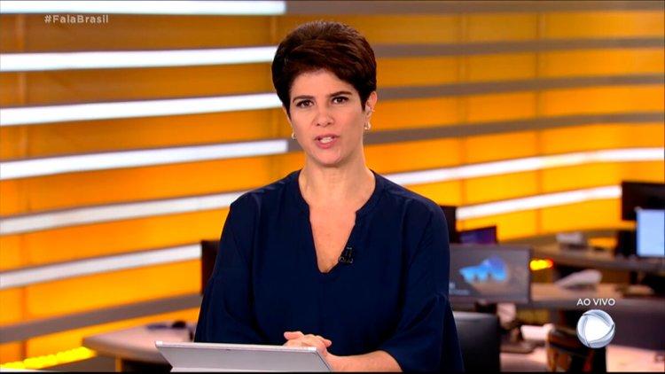 Vestindo uma blusa azul, Mariana Godoy apresentou o Fala Brasil desta sexta-feira, 30 de julho de 2021