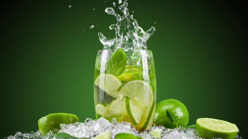 Resultado de imagem para copo de limão e água
