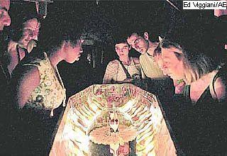 Espetáculo Besouro Cordão-de-ouro