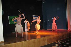 Portal Capoeira Capoeira da Paz: projeto realizado por brasileiros em Jerusalém Cidadania