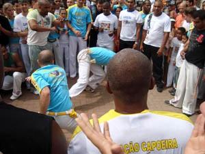 Portal Capoeira MG: Capoeiristas levam ginga à Praça da Matriz Eventos - Agenda
