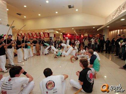 Portal Capoeira Porto Alegre: Pré estréia do filme Besouro Eventos - Agenda