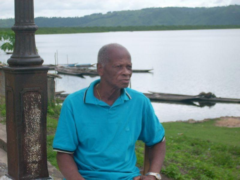 seu Aurélio, 96 anos, morador de Iguape, uma pequena cidade remanescente de um quilombo, localizada no coração do Recôncavo.