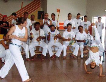 """Portal Capoeira Valentim Gentil: Associação """"Anjos Guerreiros"""" realiza batizado de capoeira Cidadania"""