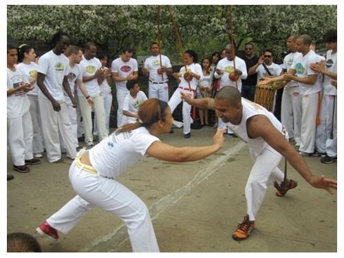 Portal Capoeira Professor de capoeira angrense é valorizado no exterior Notícias - Atualidades