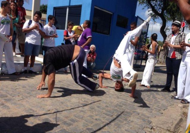 Portal Capoeira Alagoas: Capoeiristas protestam contra proibição de aulas no Cepa Notícias - Atualidades