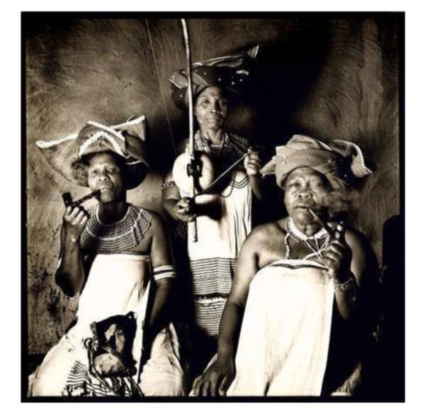 Portal Capoeira Berimbau, a arma da feminilidade das mulheres Bantu Capoeira Mulheres