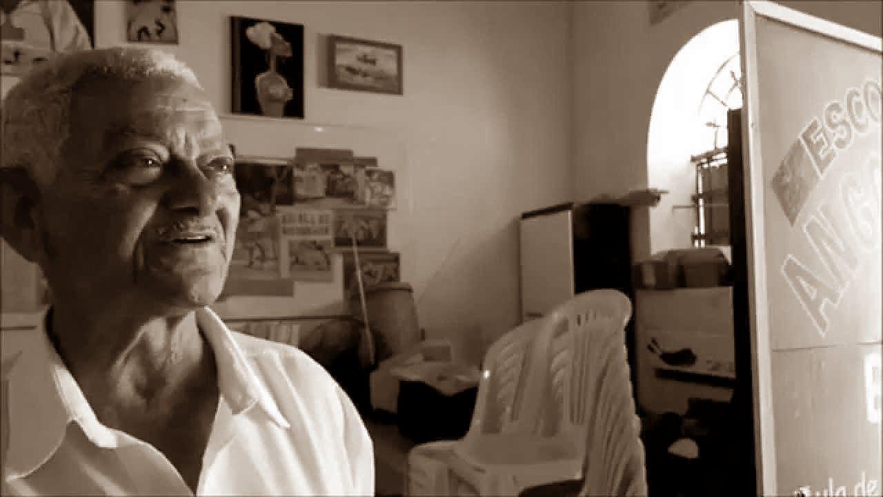 Aos 80 anos, Mestre Boca Rica, continua cantando e encantando.