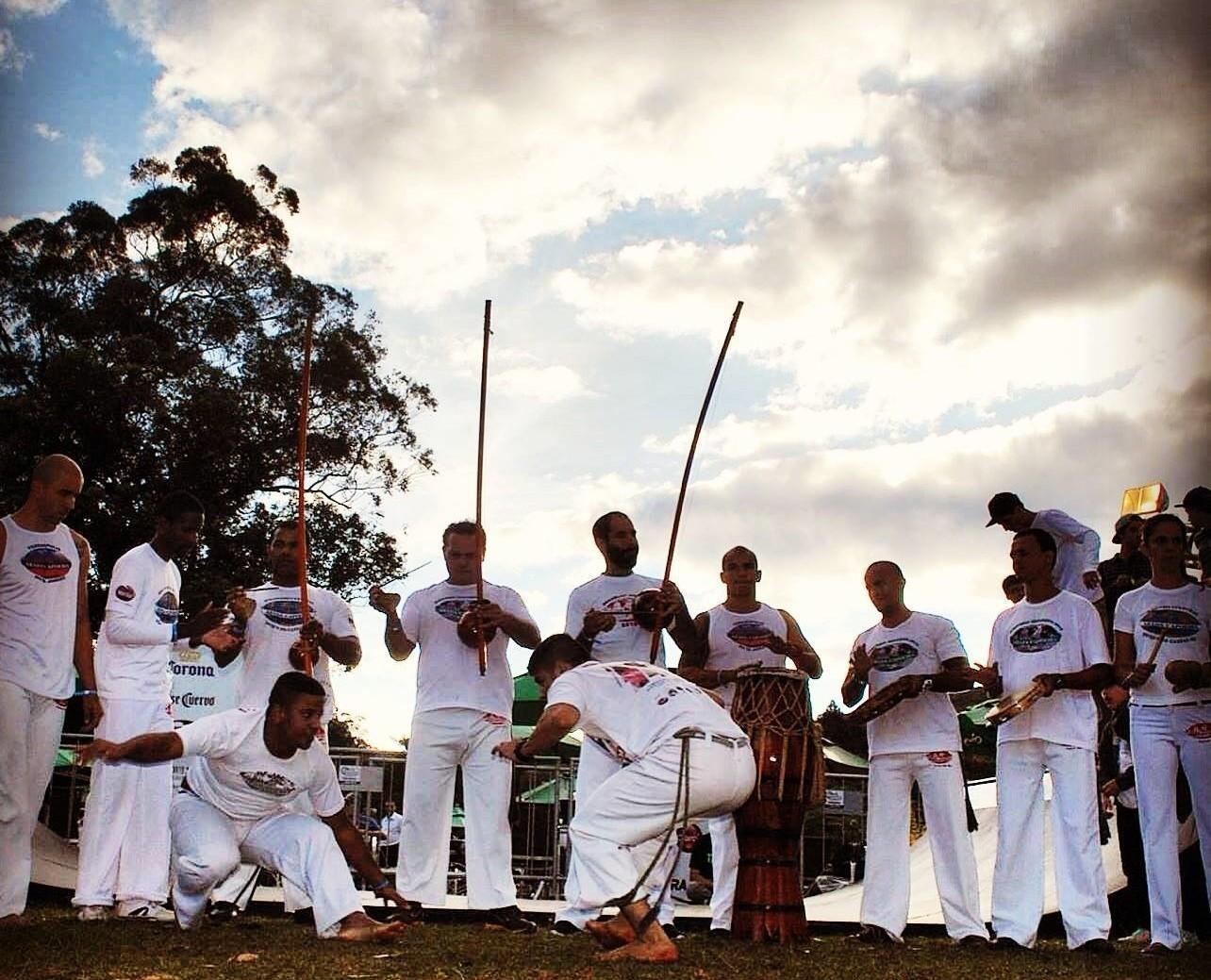 Portal Capoeira Só se melhora a capoeira, melhorando o capoeirista Publicações e Artigos