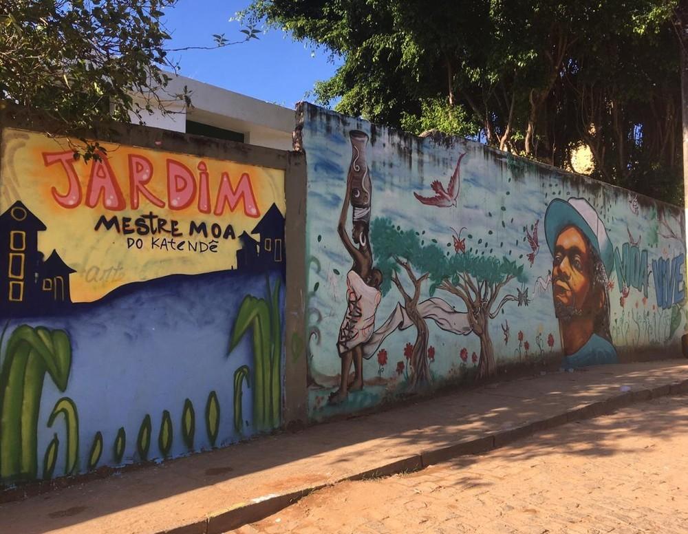 Grafites em muros de Salvador homenageiam mestre Moa do Katendê Capoeira Portal Capoeira