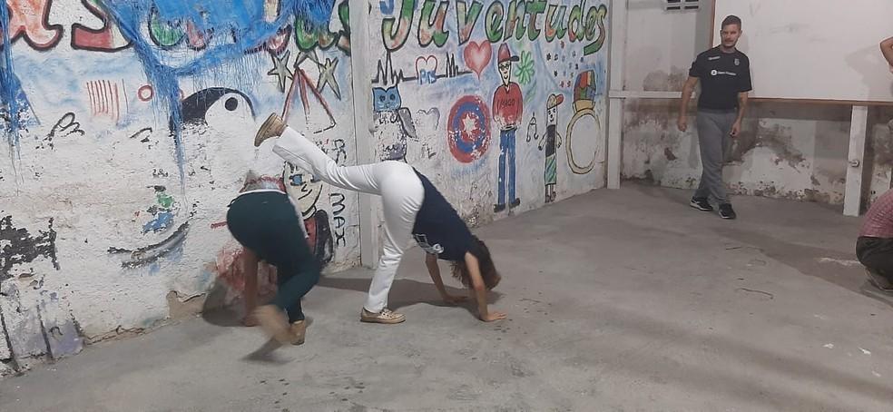 Projeto de capoeira é oferecido para jovens Capoeira Portal Capoeira