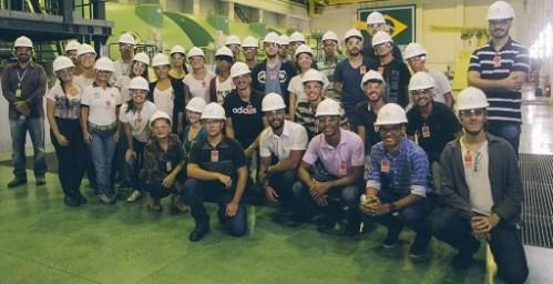 Visita às obras de Angra 3 surpreende estudantes do CEFET