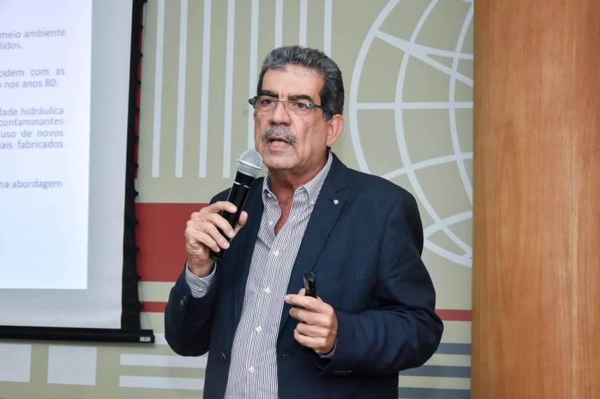 Palestra Milton Vargas debate aterro sanitário e geotecnia