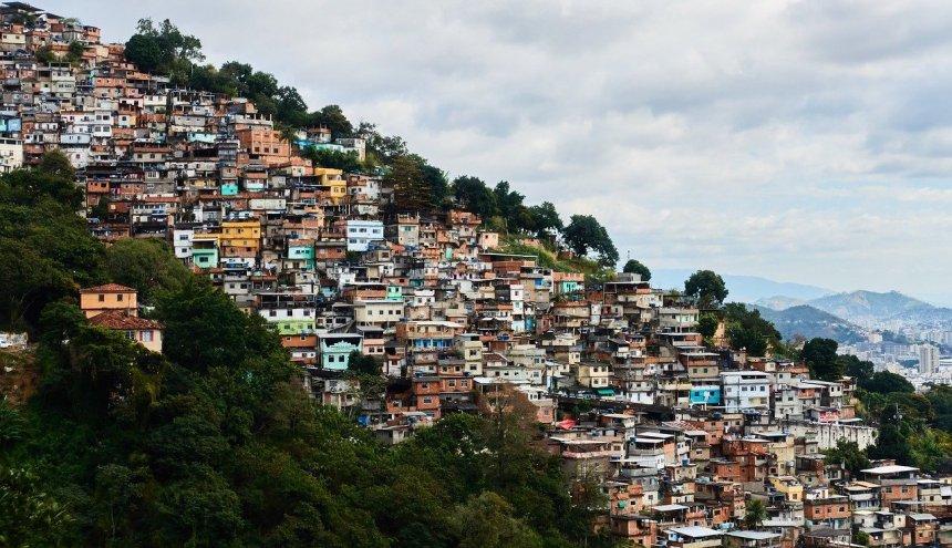 Coronavírus nas favelas: carências e potências