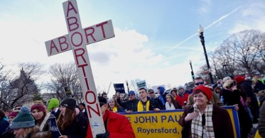 22jan2015---ativistas-contra-o-aborto-se-reunem-para-a-marcha-da-vida-realizada-anualmente-em-washington-nos-eua-1421955667857_956x500