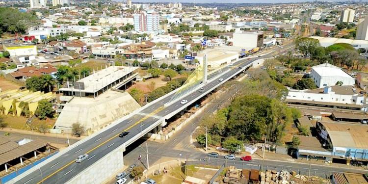 Viaduto no cruzamento das avenidas Brasil e Goiás