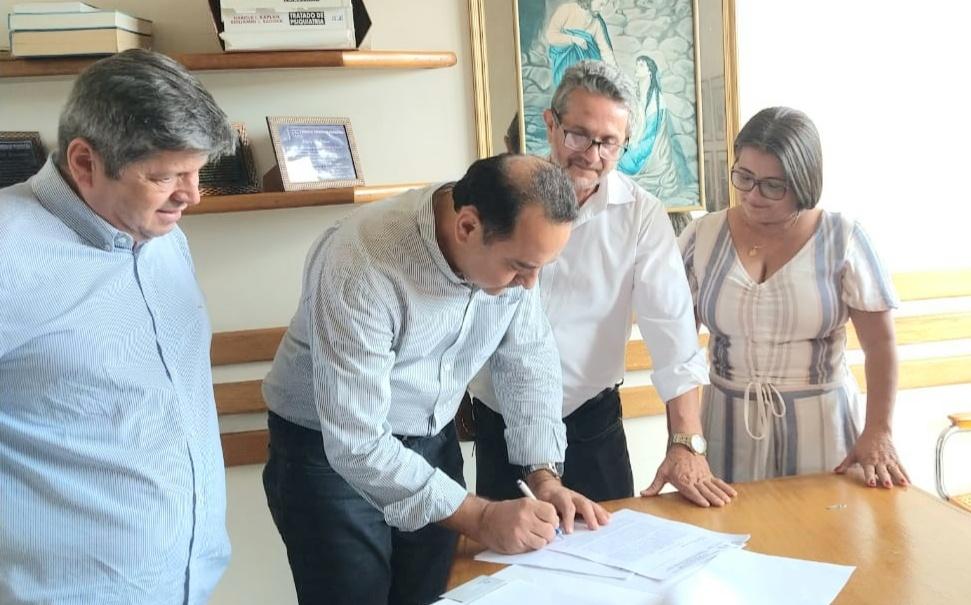Deputado Adriano Avelar emenda hospital (1)