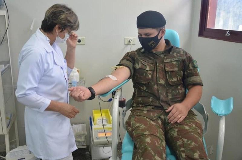 Militares do Exército realizam doação de sangue