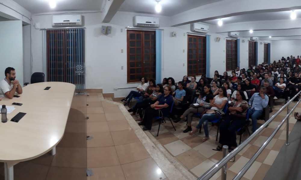 Debate sobre fake news movimenta auditório da UNIR